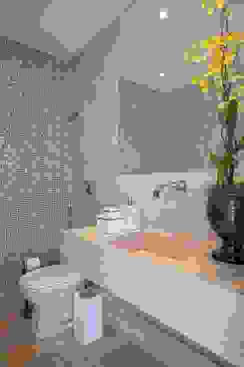 Bathroom by ANGELA MEZA ARQUITETURA & INTERIORES, Modern