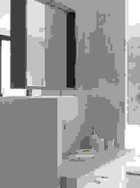 Suite M Salle de bain méditerranéenne par Marion Botta Méditerranéen