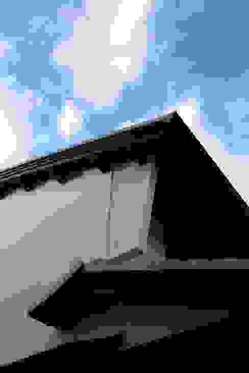 うだつ壁と軒裏のゆたかな表情 日本家屋・アジアの家 の 安井正/クラフトサイエンス 和風