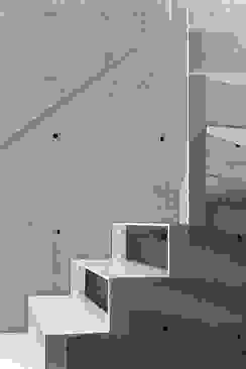 Dom w Lublińcu 2 Nowoczesny korytarz, przedpokój i schody od Dyrda Fikus Architekci Nowoczesny