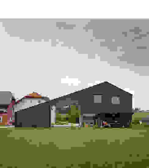 Casas modernas por xarchitekten Moderno