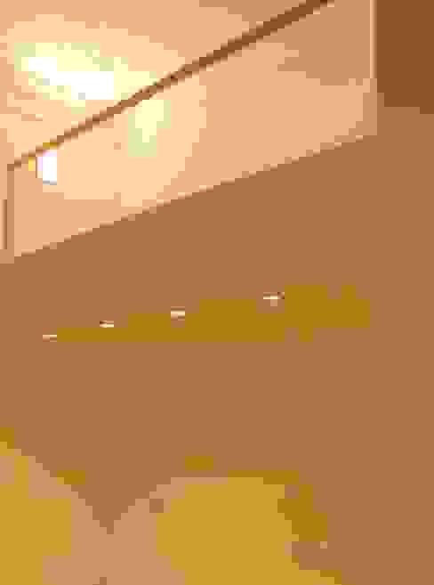 soppalco camera da letto Camera da letto moderna di monica giovannelli architetto Moderno