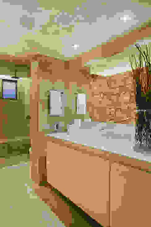 Industrial style bathroom by Studio ro+ca Industrial