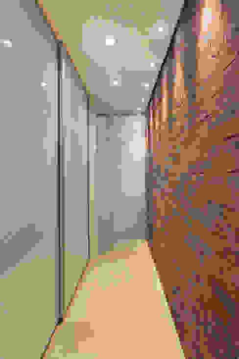 VF apartment Closets por Studio ro+ca Moderno