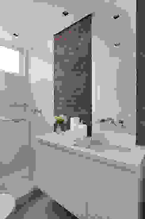 VF apartment Banheiros modernos por Studio ro+ca Moderno