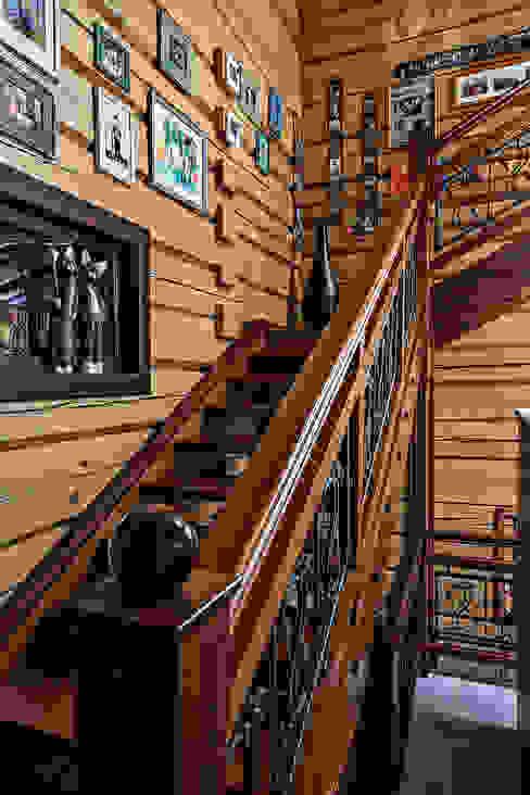 Pasillos, halls y escaleras rústicos de Николай Карачев Rústico