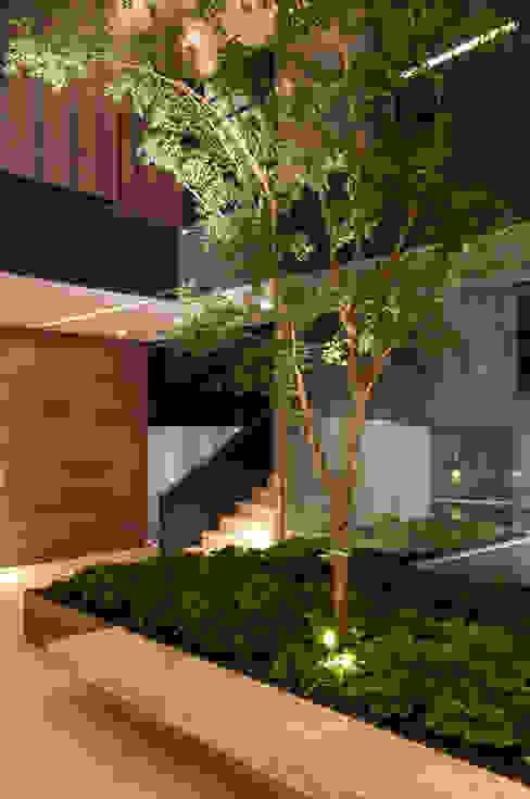 Pasillos y vestíbulos de estilo  por Gantous Arquitectos, Moderno