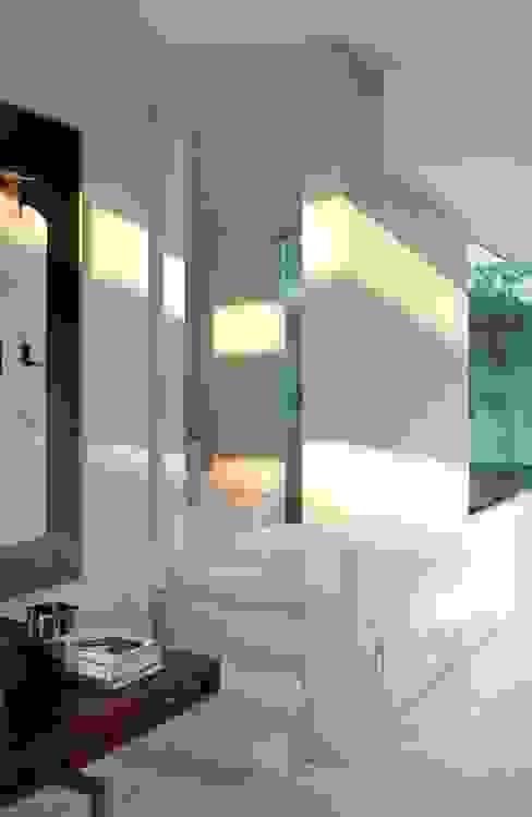 Polanco Penthouse Modern Corridor, Hallway and Staircase by Gantous Arquitectos Modern