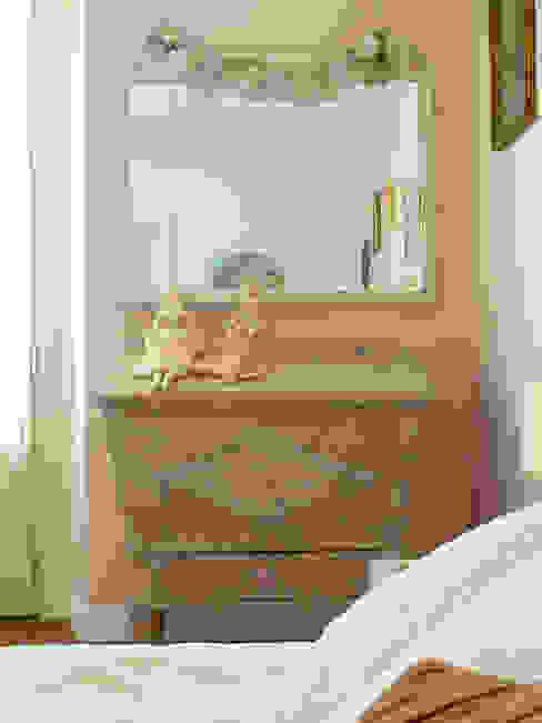camera da letto Camera da letto in stile classico di Cinzia Corbetta Classico