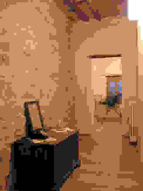 corridoio camere Ingresso, Corridoio & Scale in stile rustico di Studio Architettura x Sostenibilità Rustico