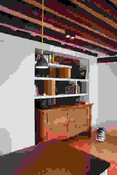 Appartement Pastourelle - Meuble salon sur-mesure après le chantier homify SalonEtagères