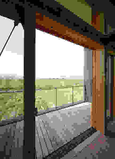 バルコニー オリジナルデザインの テラス の 芦田成人建築設計事務所 オリジナル