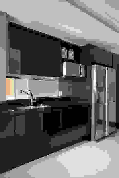 Cobertura Duplex Edificio Mandarim - Condomínio Peninsula Cozinhas modernas por Cadore Arquitetura Moderno