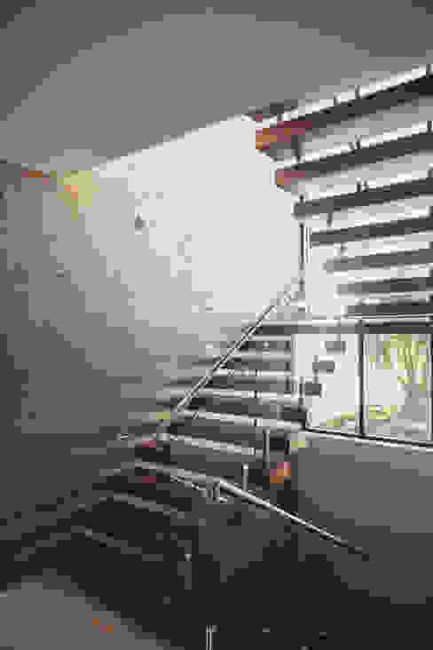 現代風玄關、走廊與階梯 根據 Imativa Arquitectos 現代風