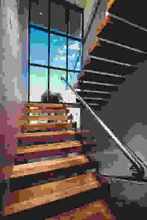 Residencia R53 Pasillos, vestíbulos y escaleras de estilo moderno de Imativa Arquitectos Moderno