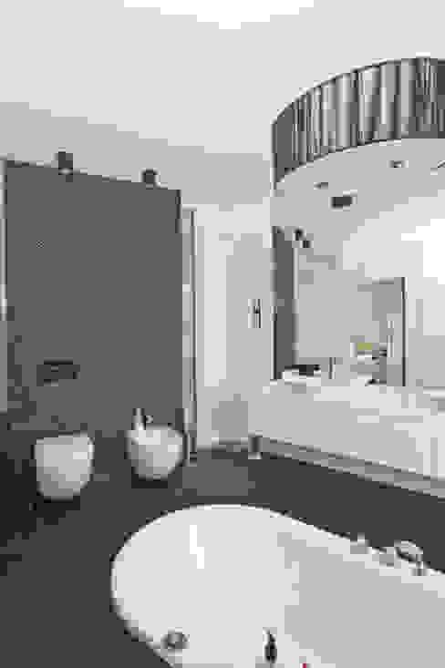 Projekty,  Łazienka zaprojektowane przez NUX Edward Dylawerski, Nowoczesny