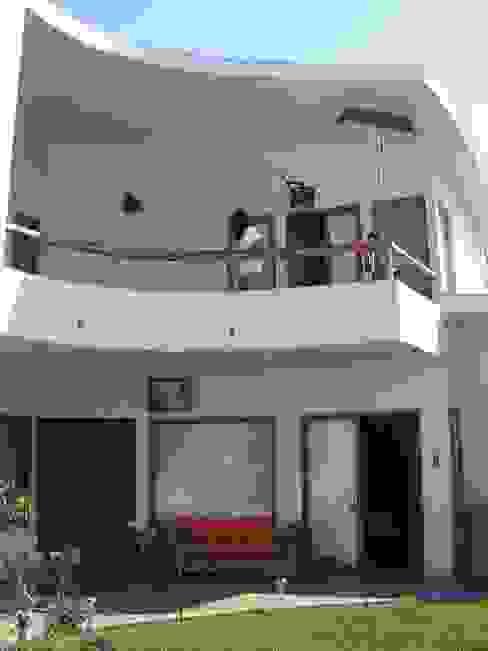 Balcon exterior Casas de estilo mediterráneo de Cenquizqui Mediterráneo