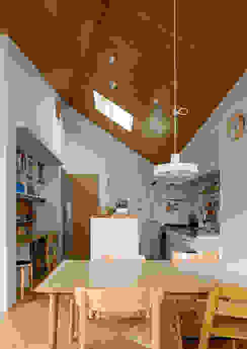 Modern kitchen by 株式会社リオタデザイン Modern