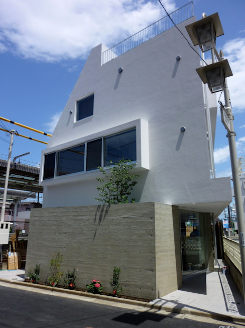 Modern home by 仲摩邦彦建築設計事務所 / Nakama Kunihiko Architects Modern