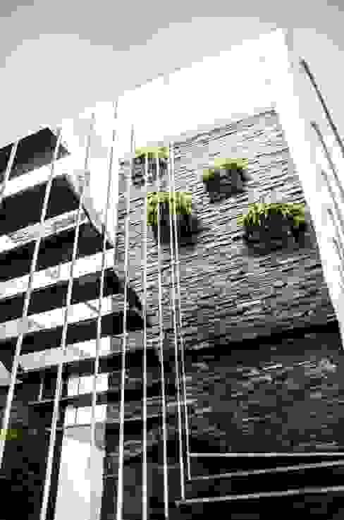Corredores, halls e escadas modernos por ARKOT arquitectura + construcción Moderno