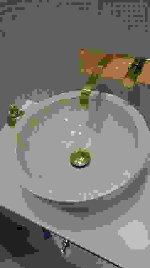 Lavabo en marbre avec robinetterie encastré murale en zinc doré par CLAI Classique