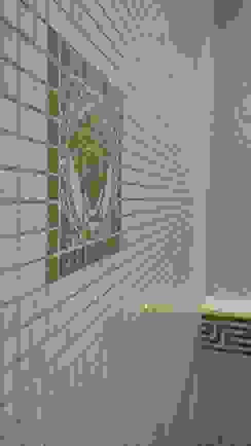 Logo versace Salle de bain classique par CLAI Classique