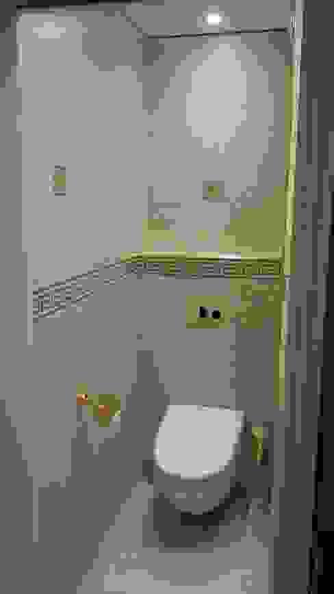 WC après Salle de bain classique par CLAI Classique