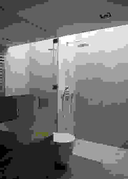 Nowoczesna łazienka od Architekt Zoran Bodrozic Nowoczesny