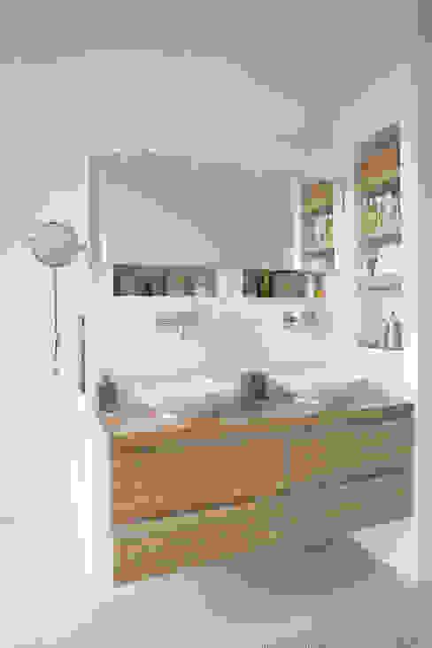 Baños de estilo moderno de Boks architectuur Moderno