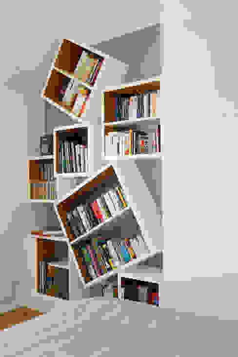 Bibliothèque: Chambre de style  par ATELIER FB, Moderne
