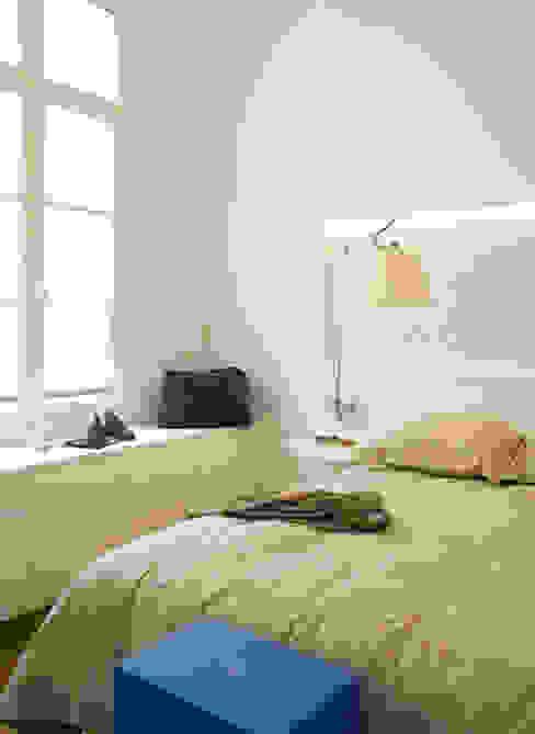 Un pied à terre contemporain -Paris-2e Chambre moderne par ATELIER FB Moderne