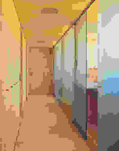 Solarhaus III in Ebnat-Kappel CH, 2000 Minimalistischer Flur, Diele & Treppenhaus von Dietrich Schwarz Architekten AG Minimalistisch