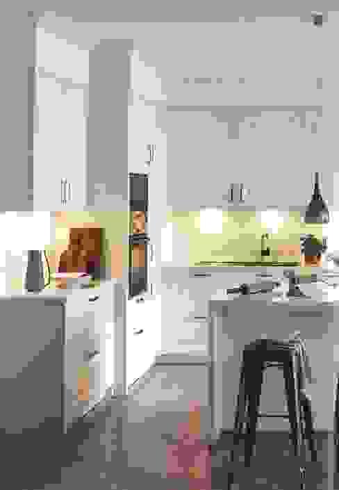 Riva wit satijnlak:  Keuken door Eiland de Wild Keukens, Klassiek