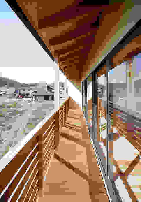 バルコニー: 芦田成人建築設計事務所が手掛けたテラス・ベランダです。,オリジナル