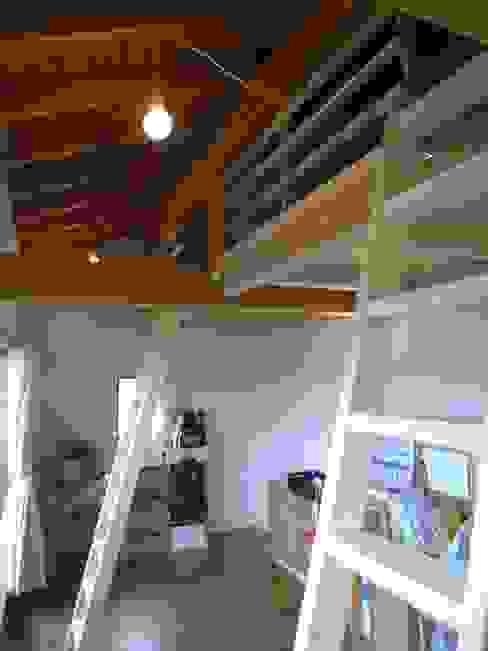 7年後の子供部屋: 芦田成人建築設計事務所が手掛けた子供部屋です。,オリジナル