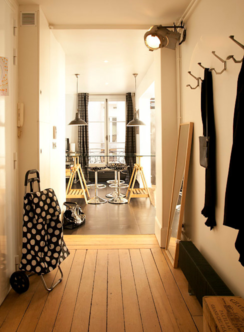 Un Appartement entièrement revu-paris-9e ATELIER FB Couloir, entrée, escaliers modernes