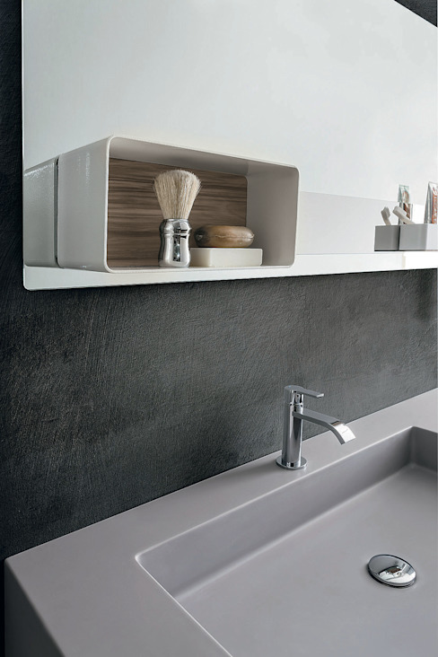 Magnetika bathroom - magnetic case on metal panel de Ronda Design Moderno
