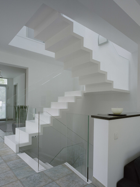 Corridor & hallway by Aufleiter & Roy GmbH, Modern