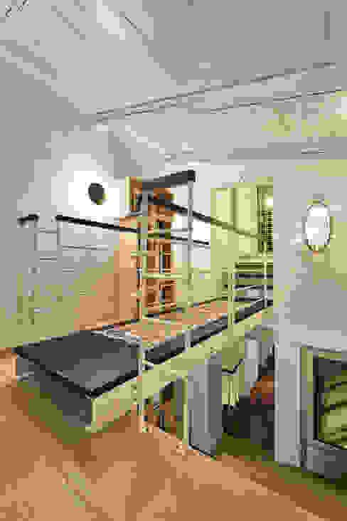 CASA BL CONVERSANO BARI Studio Bugna Ingresso, Corridoio & Scale in stile moderno