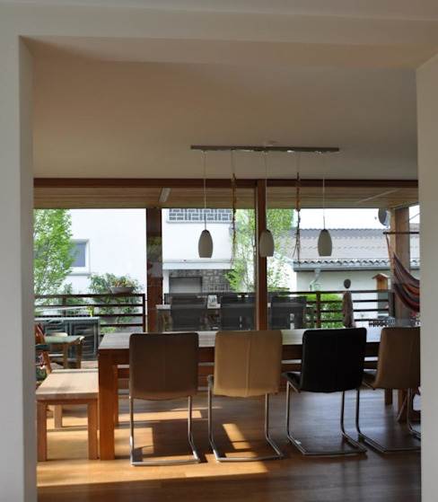 Столовая комната в стиле модерн от reichart bauplanungsgmbh Модерн