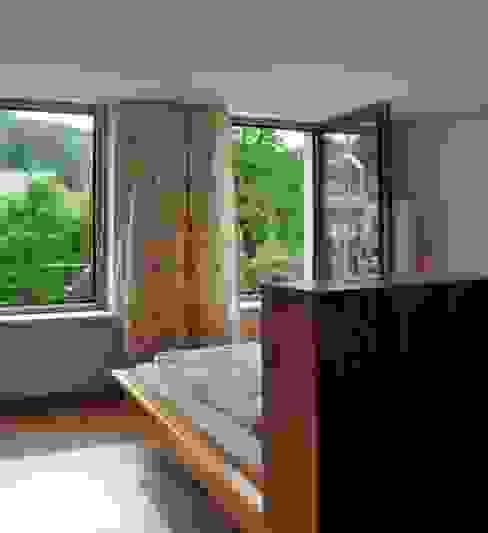 Спальня в стиле модерн от reichart bauplanungsgmbh Модерн