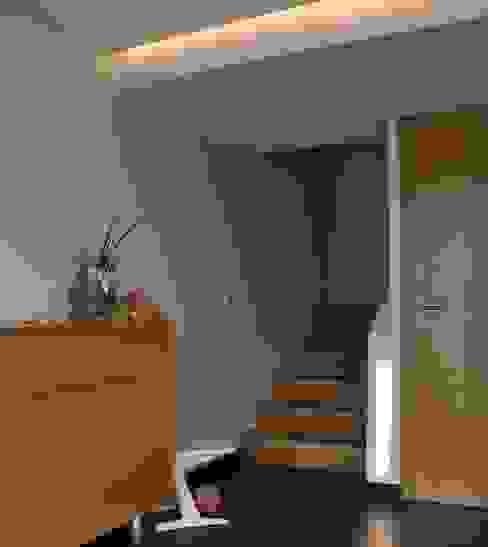 Sanierung Einfamilienhaus Kirchberger Moderner Flur, Diele & Treppenhaus von reichart bauplanungsgmbh Modern