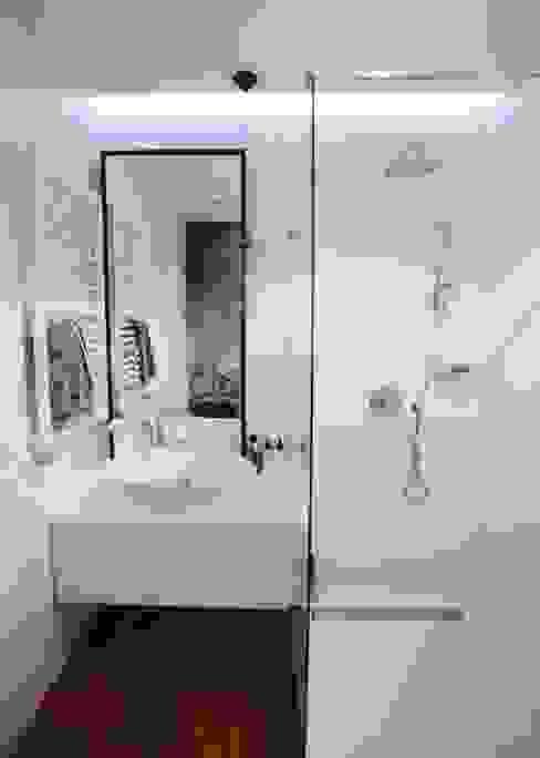 Scandinavian style bathroom by Devangari Design Scandinavian