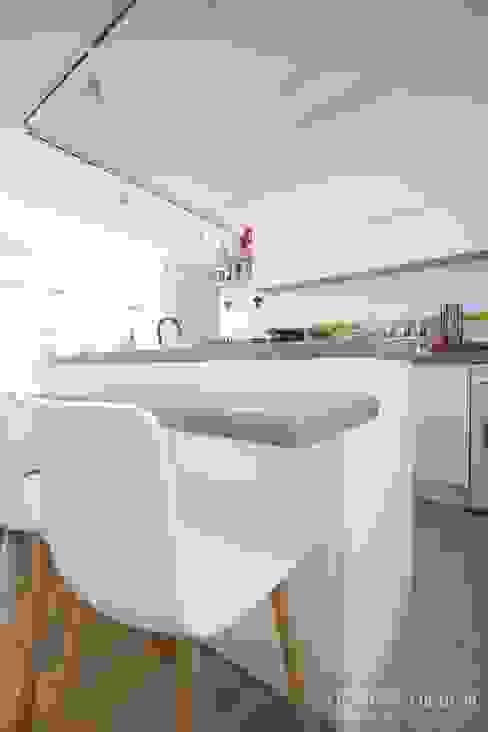Kitchen by 홍예디자인,