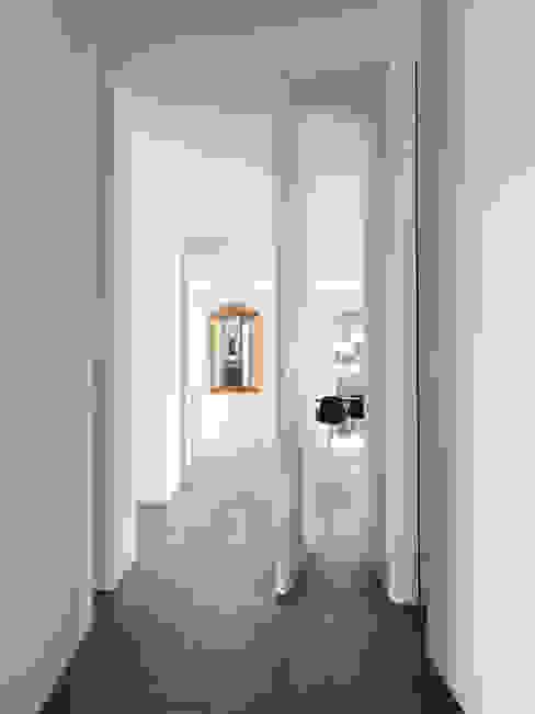 Haus L Moderner Flur, Diele & Treppenhaus von nimmrichter architekten ETH SIA AG Modern