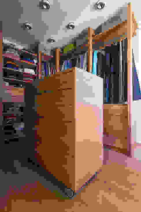 Schubladenschrank mit Krawatten Vitrine - beidseitig ausziehbar Klassische Ankleidezimmer von DESIGNWERK Christl Klassisch