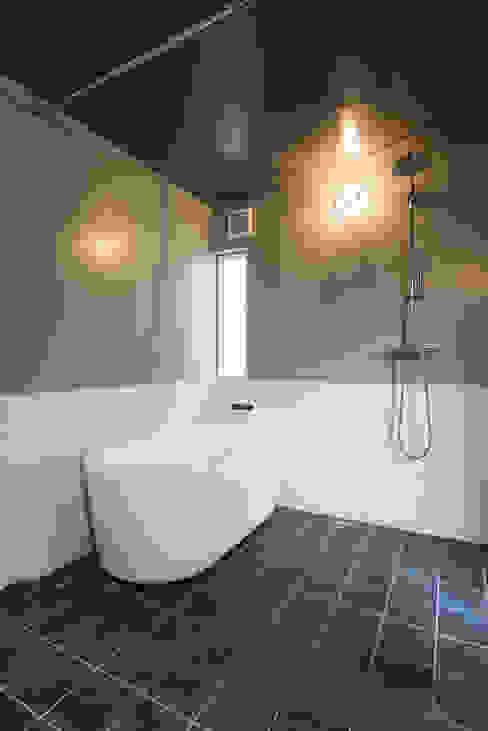 Ванные комнаты в . Автор – エンジョイワークス一級建築士事務所