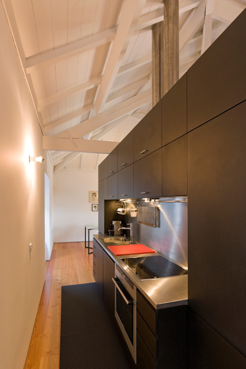 Kitchen by Paulo Freitas e Maria João Marques Arquitectos Lda, Minimalist