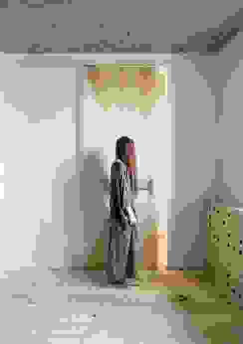 Dormitorios de estilo ecléctico de INT2architecture Ecléctico