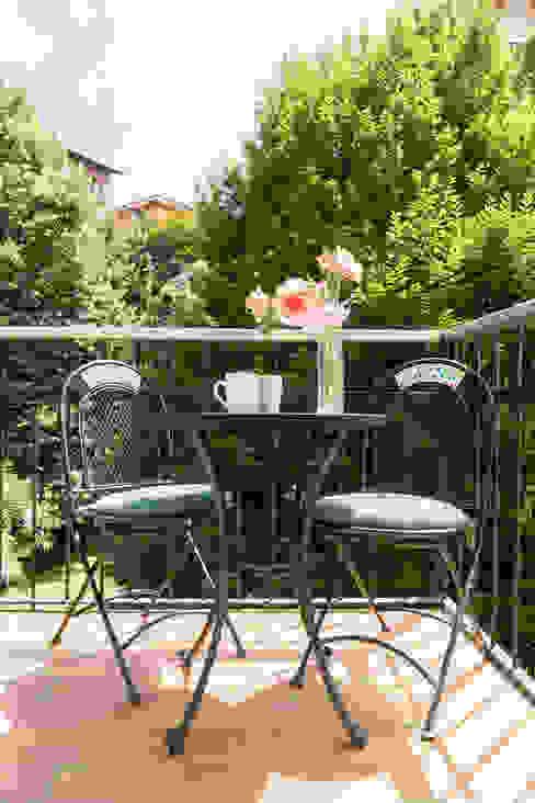 Balcones y terrazas modernos: Ideas, imágenes y decoración de Francesca Greco - HOME|Philosophy Moderno